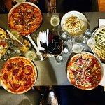 Foto de Este Oeste Pizza Sushi Cafe