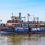 The Columbia Gorge Sternwheeler can hold up to 499 Passengers
