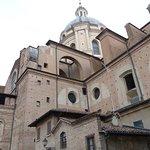 Piazza Leon Battista Alberti照片