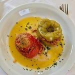 Gemisto: tomate y pimiento relleno de arroz