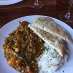 Veggie curry with nam bread