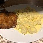 Ossobuco com risoto e filé empanado no queijo parmesão com massa ao molho alfredo. Divinos