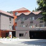 BLVD Hotel & Suites Photo