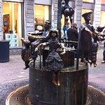 Eén van de mooie sculpturen in Aachen. In een winkelstraat.