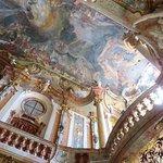 The amazing decor inside the Asam Church - Munich (09/May/18).