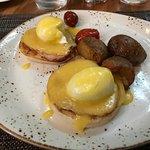 Eggs Benedict Classic (Canadian Bacon)