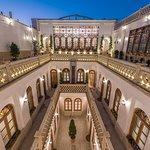 Ghasr Monshi Hotel