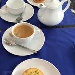 Coffee and tea, tarte au citron, tarte framboises