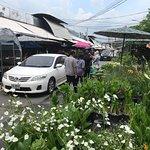 صورة فوتوغرافية لـ Chatuchak Flower Market