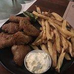 Tempurá de peixe (oleoso) e batatas