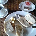 Tristounet petit déjeuner avec mini-portion beurre/confiture
