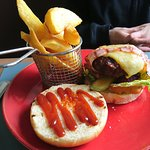 Hook burger with chips