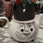 Lovely tea pots =)