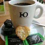 Frühstückskaffee mit Keks