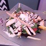 Entrecôte de veau. Tartare de saumon exotique.  Salade printanière . salade césar. Venez découvr