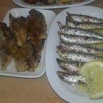 sardinas y champignones