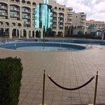 pusty basen, sezon jeszcze się nie rozpoczął ;)