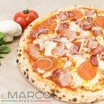 Рикко ди карне (Немецкие колбаски, пепперони, бекон, куриное филе, красный лук, сыр моцарелла, с