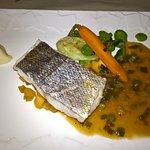 suggéré par le chef: filet de merlu et ses petits légumes.