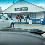 Salty Bay Seafood Take-Outの写真