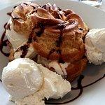 Cream puff with almond ice cream