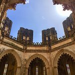 арка, дополняющая впечатление о форме капеллы