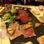 Planche de cochonnailles et ses toasts fromages