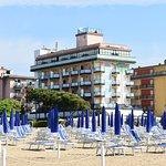 les plages de lido de jesolo et ses milliers de parasols bien allignés