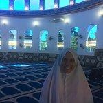 O véu é fornecido antes de entrar na mesquita
