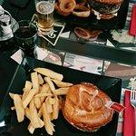 Φωτογραφία: Lucky 7 Burgers & More