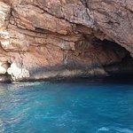 Cueva en el mar