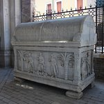 Photo of Dante's tomb and Quadrarco of Braccioforte