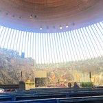 صورة فوتوغرافية لـ كنيسة الصخور (كنيسة ساحة المعبد)