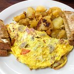 Scoop's homestyle omelette breakfast