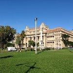 Plaza dónde se ubica el Teatro Colón