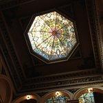 Una  de las vidrieras de uan cupula interior del Teatro Colón
