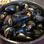 traditional mussles in white wine sauce