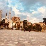صورة فوتوغرافية لـ Skanderbeg Square