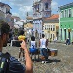 La foto de la foto de Cesar fotogrando el largo do Pelourinho