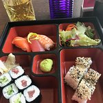 Sushi-Lunch mit Misosuppe vorweg