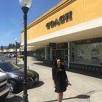 Gilroy Premium Outlets صورة