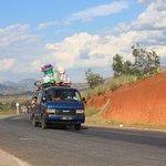 Un Taxi-brousse sur la RN34