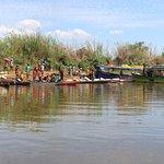 Débarquement des chaland brousse sur la rive du Tsiribihina