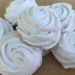 We have a variety of meringues at Ubuntu. Choose traditional, espresso, strawberry or many more