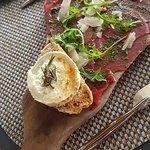 Gaspacho de boeuf charolais pesto pignon et fromage de chèvre