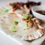 Steamed fresh scallops with garlic, soy sauce and vermicelli.