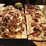 Chicken nachos & Margherita flatbread