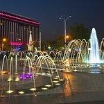 """Гостиничный комплекс """"Интурист-Краснодар"""" на фоне фонтанов"""