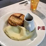 Foto di Battersea Pie Station
