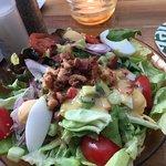 Салат из свежих овощей и зелени с беконом - около 5 евро